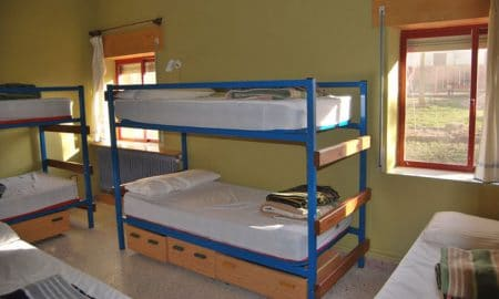 how to meet other travels and have a romp in hostels